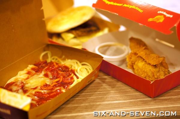 Jollibee Singapore - Lucky Plaza - Jollibee Chickenjoy, Yumburger and Jollibee Spaghetti