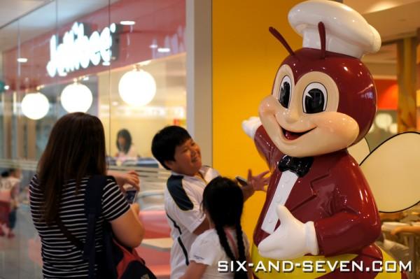 Jollibee Singapore - Lucky Plaza - Jollibee Mascot