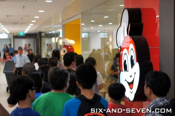 Jollibee Singapore - Lucky Plaza - Queue