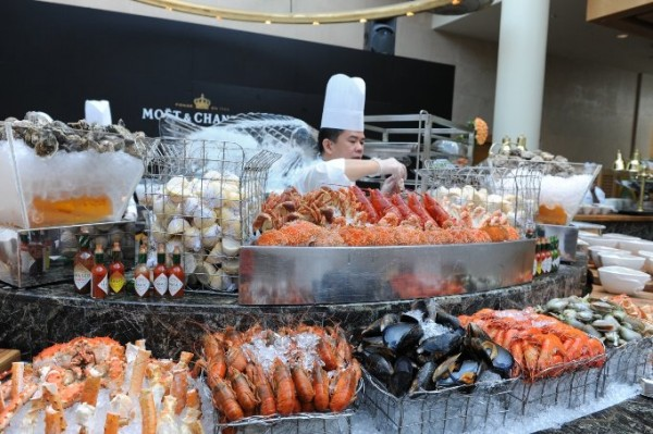NEWS: The Ritz-Carlton Millenia Singapore - SuperBrunch 17 March.