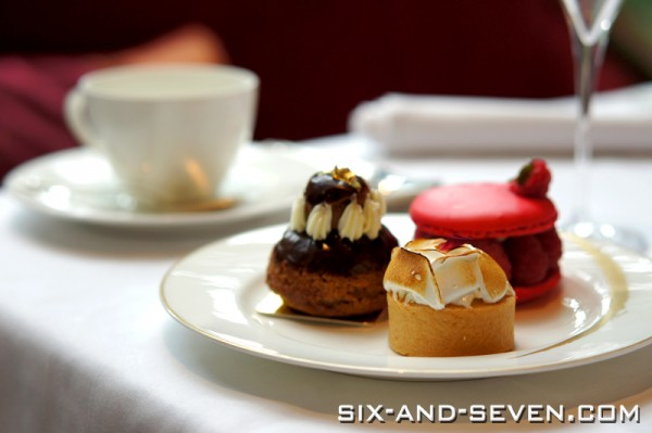 Brasserie Les Saveurs The St Regis Singapore - Grand Astor Afternoon Tea - Selection of Desserts