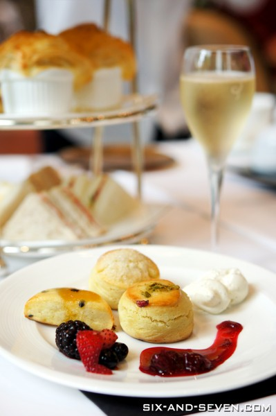 Brasserie Les Saveurs The St Regis Singapore - Grand Astor Afternoon Tea - Sundried Roma Tomato & Rosemary Scones