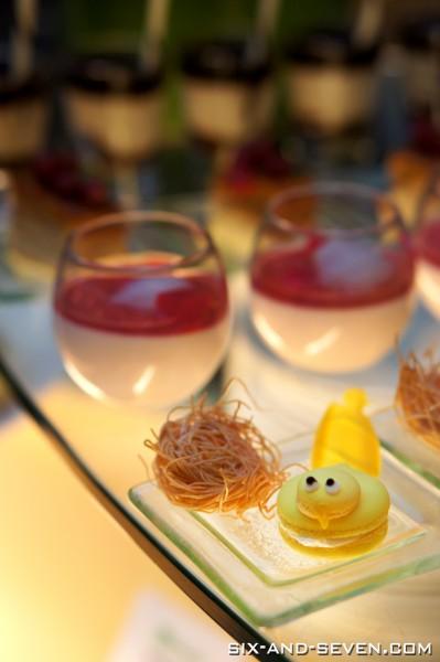 Greenhouse The Ritz-Carlton Millenia Singapore - Beef Wednesdays - Bird Macaron