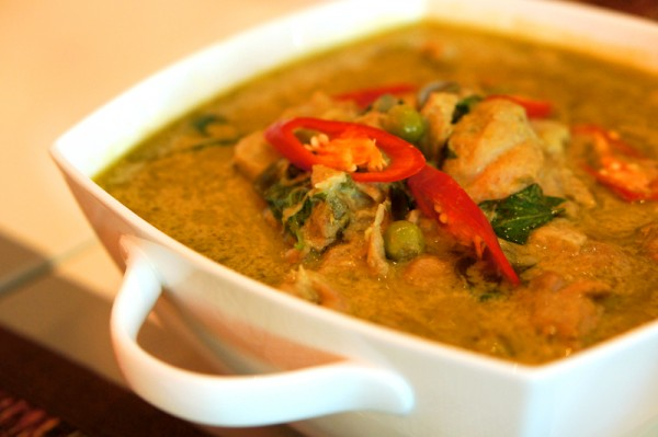 The Line Shangri-la Hotel Singapore - Spicy Thai Dinner Buffet - Thai Green Curry with Chicken and Eggplant