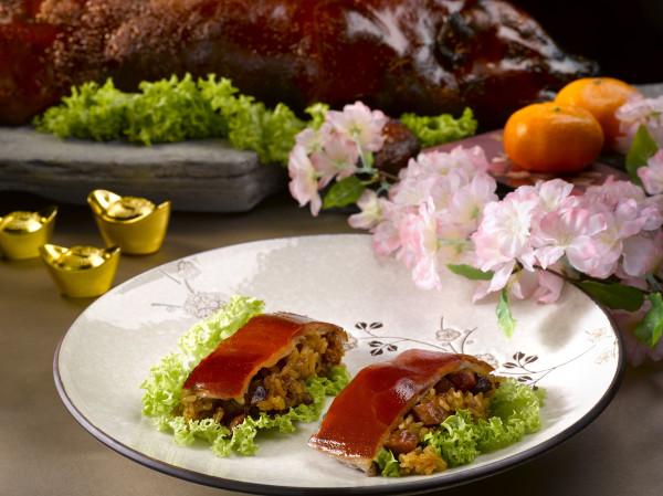 Man Fu Yuan - InterContinental Singapore - Barbecued Whole Suckling Pig