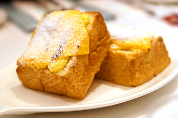 Dazzling Cafe Singapore, Capitol Piazza - Honey Cheddar Cheese Danish Toast