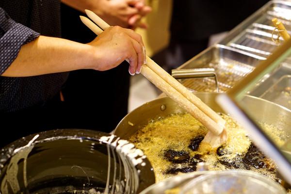 Ginza Tendon Itsuki by Ramen Keisuke - Tanjong Pagar - Frying