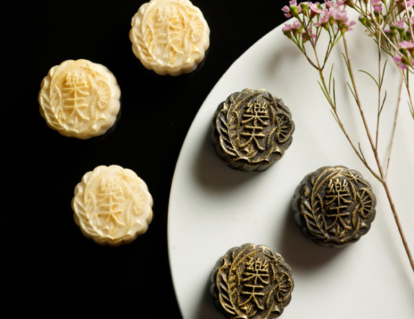 Paradise Group Mooncakes 2015 - Signature Petite Black and White Truffles Snowskin Mooncakes