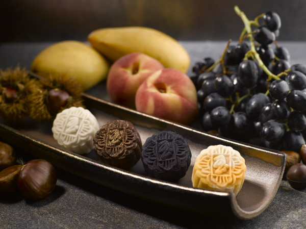 Peony Jade Mooncakes 2015 - Four Little Heavenly Kings Premium Fruitti Mini Snowskin