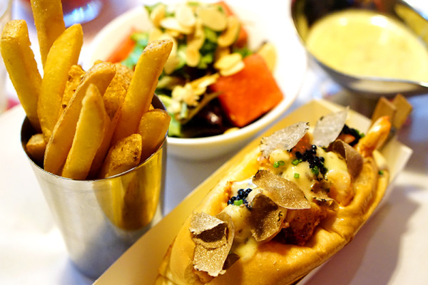 Pince & Pints Restaurant and Bar, Duxton Road - Truffle Lobster Roll 2