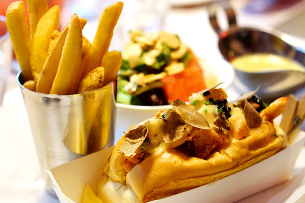 Pince & Pints Restaurant and Bar, Duxton Road - Truffle Lobster Roll