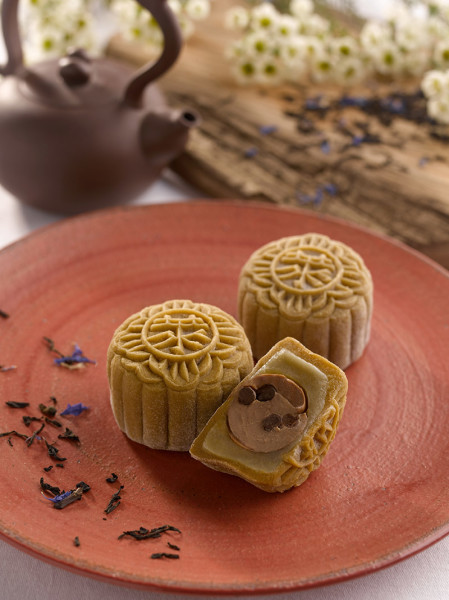 Raffles Singapore Mooncakes 2015 - Earl Grey Tea and Pearl Snowskin Mooncake