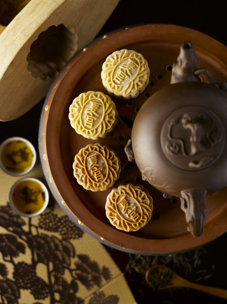 Regent Singapore Summer Palace - Regent Blend with Lemon Paste & Pu'er with Red Dates Snowskin Mooncakes