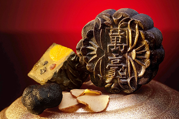 Singapore Marriott Tang Plaza Hotel, Wan Hao Chinese Restaurant Mooncakes 2015 - Black Truffle, Chestnut, Waxed Duck and Single Yolk Baked Mooncake
