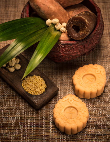 The Fullerton Hotel Singapore Mooncakes 2015 - Green Bean with Sweet Potato and White Lotus Seed Paste Snow Skin Mooncake