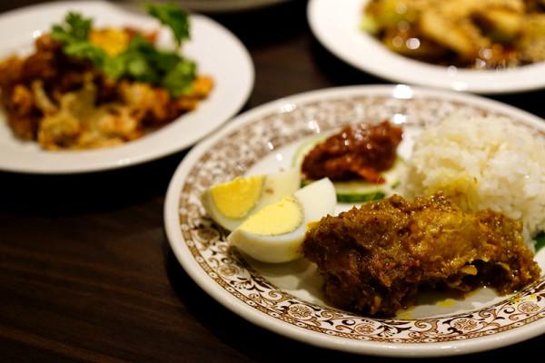 York Hotel Singapore - Penang Hawkers' Fare Buffet - Nasi Lemak served with Nonya Chicken Kapitan