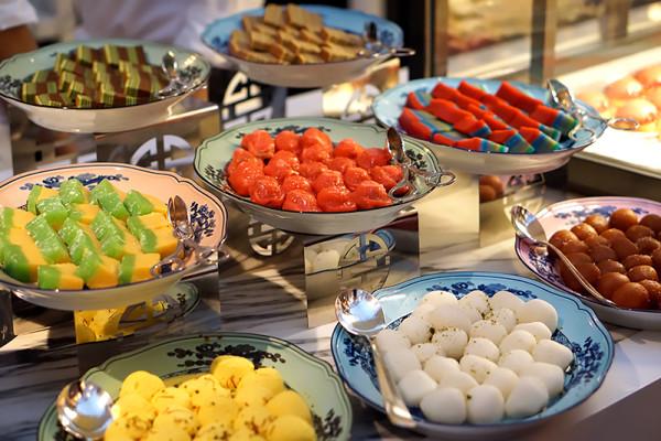 Colony at The Ritz-Carlton Millenia Singapore - Local Desserts