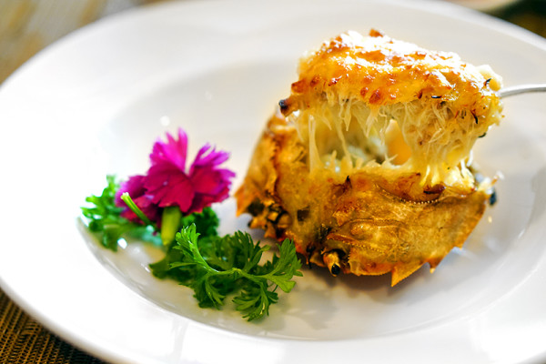 Szechuan Court & Kitchen, Fairmont Hotel Singapore - Hairy Crabs - Stuffed Hairy Crab Shell, Milky Crabmeat Cream