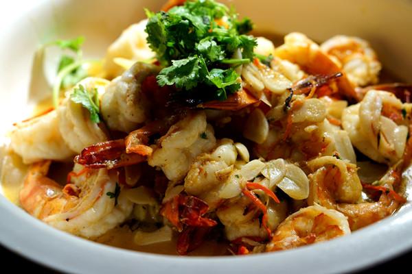 Oscar's Conrad Centennial Singapore - Savouring Latin America - Mariscos al Pil Pil (Prawns with chilli and garlic)