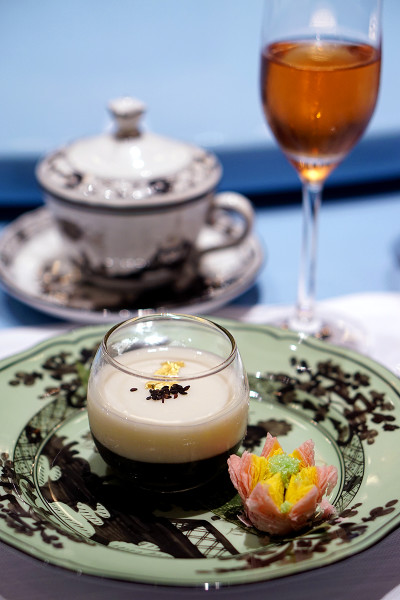 The Ritz-Carlton, Millenia Singapore Unveils a New Summer Pavilion - Sweetend Almond Tea, Black Sesame and Crispy Red Bean & Green Tea Puff