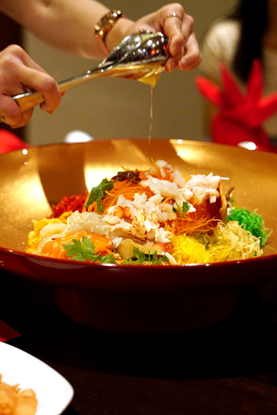 Chinese New Year 2016 - Pan Pacific Singapore Hai Tien Lo - Wealth Happiness Yu Sheng (with Boston Lobster, Norwegian Salmon, Surf Clams, Hokkaido Scallops, Mushrooms, Gold and Silver Flakes)