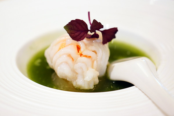 Golden Peony, Conrad Centennial Singapore - Chinese New Year 2016 - Canadian Sea Perch Roll filled with Lobster, Minced Shrimp and Fish Roe in Spinach Purée