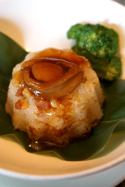 Chinese New Year 2016 - Szechuan Court & Kitchen Fairmont Singapore - Steamed Abalone, Preserved Sausage Fragrant Rice