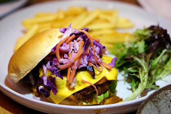 Naughty Nuri's Opens in Singapore, Capitol Piazza - Pulled Pork Burger