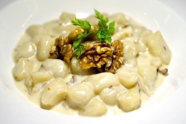 PerBacco Ristorante - Gnocchi with Gorgonzola and Walnuts (Gnocchi e Fonduta al Gorgonzola)