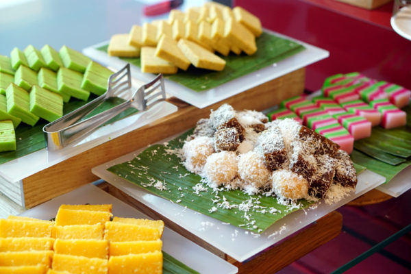 Hawkerlicious Buffet at Flavours at Zhongshan Park - Assorted Kueh