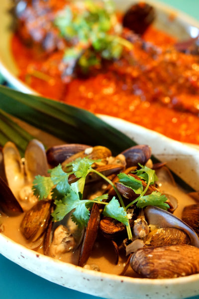 Seafood Galore at Kopi Tiam, Swissotel The Stamford - Brown Clams and Steamed Black Grouper