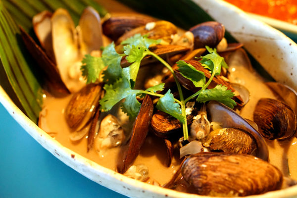 Seafood Galore at Kopi Tiam, Swissotel The Stamford - Brown Clams in Superior Stock