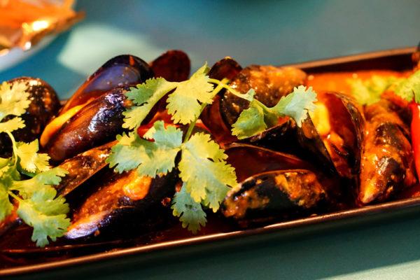 Seafood Galore at Kopi Tiam, Swissotel The Stamford - Chili Mussels