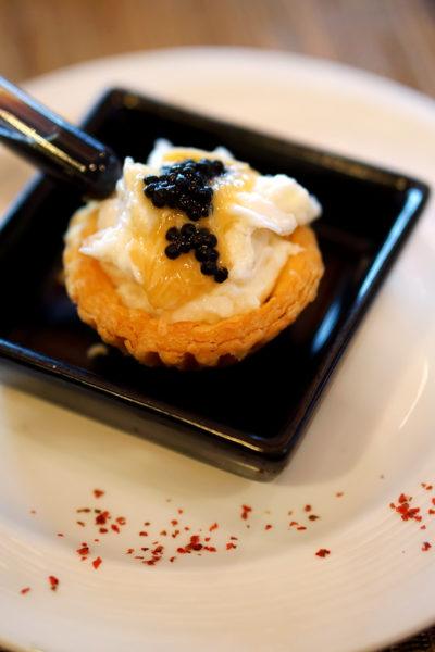 hairy-crabs-2016-at-szechuan-court-fairmont-singapore-hairy-crab-roe-scrambled-egg-white-tart