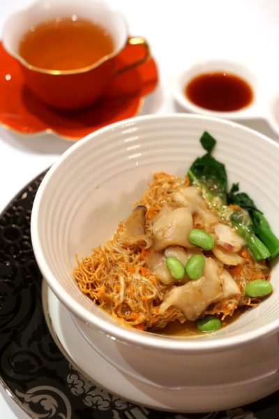 hairy-crabs-at-shang-palace-shangri-la-hotel-singapore-crispy-noodles-with-sea-caracol-hairy-crab-meat-and-roe